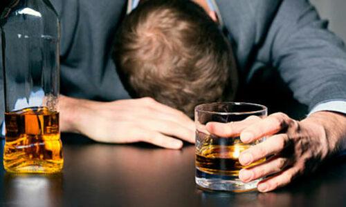 hombre alcoholizado